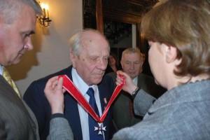 Kwiecień 2009 r. Romuald Rodziewicz otrzymuje Krzyż Komandorski Orderu Odrodzenia Polski