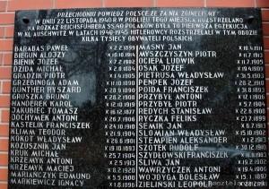 Tablica z nazwiskami rozstrzelanych 22.11.1940 r.