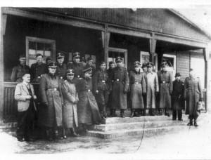 Esesmani z KL Auschwitz. Archiwum Muzeum A-B